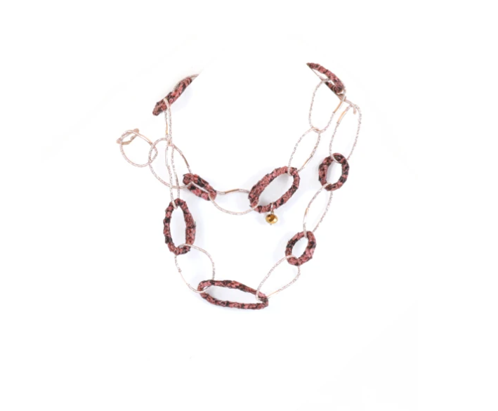 Collana con maglia ad anelli in caucciù