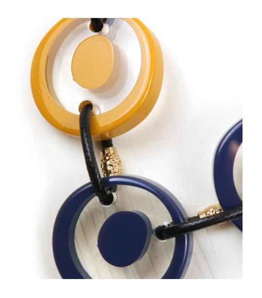 Collana lunga con cerchi in cristallo colorati