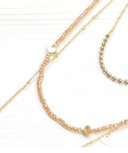 Collana lunga multifilo con perline e ciondoli a cuore
